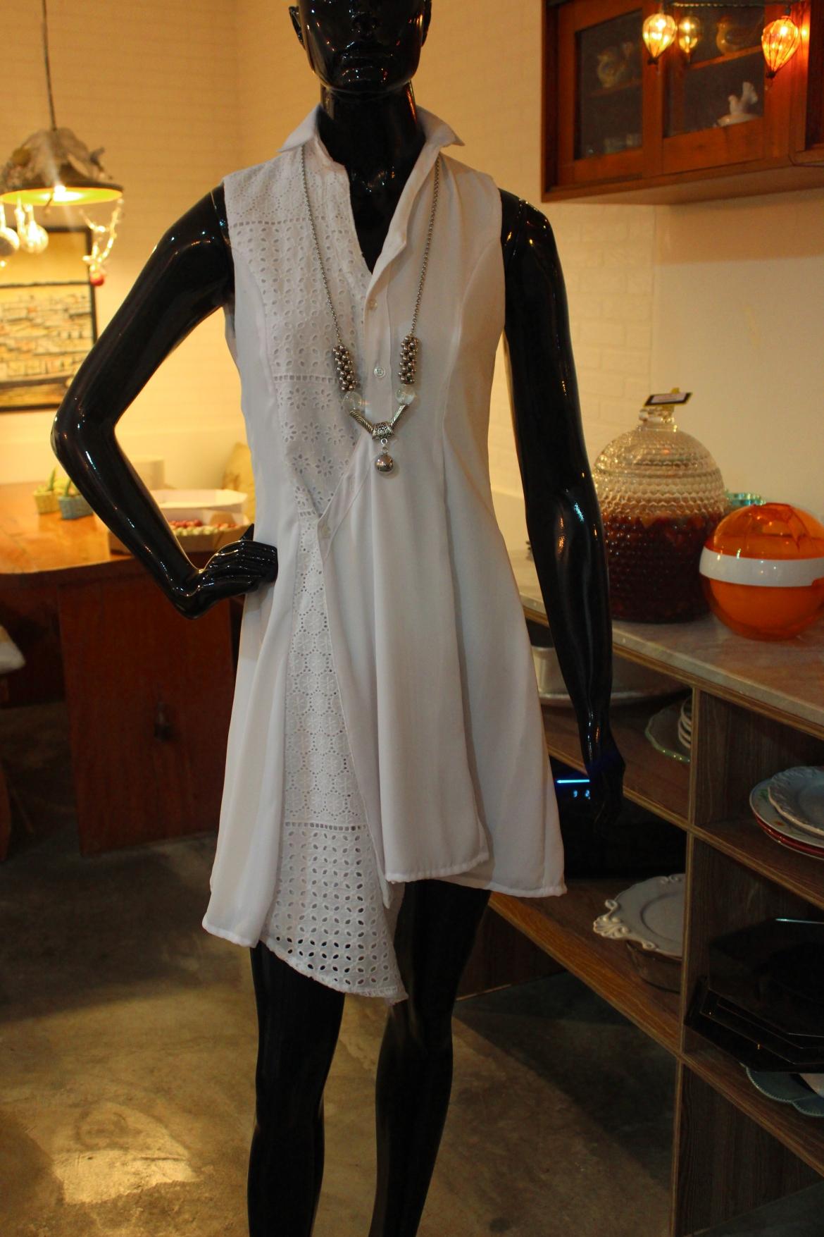 Leveza de um look cheio de estilo em assimetria e bordado
